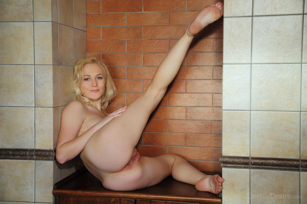 naken girl
