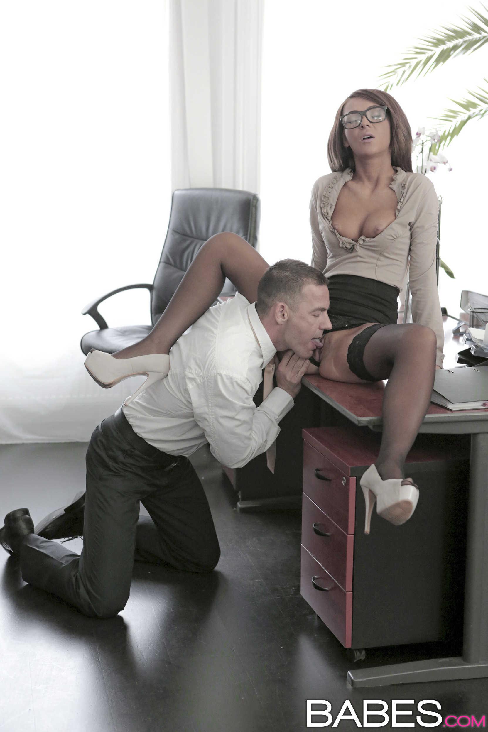 sekretarsha-seks-dobavit