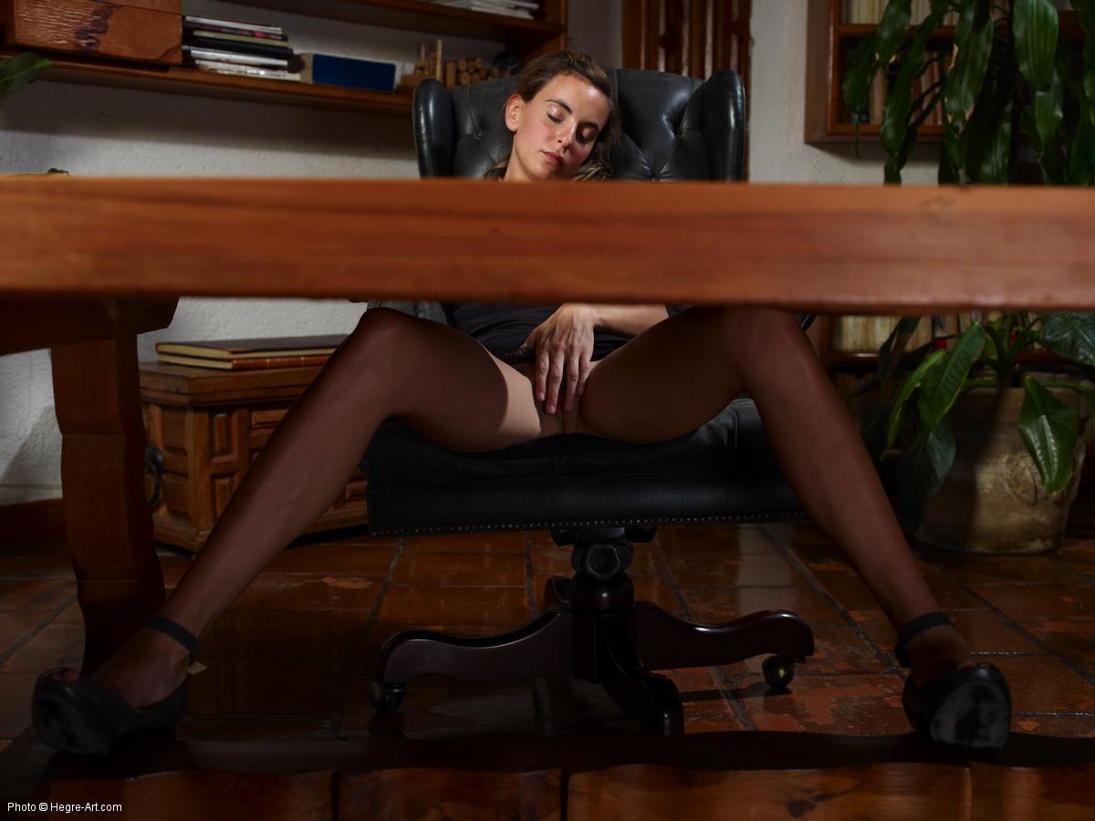 Порно Посмотрел Под Стол