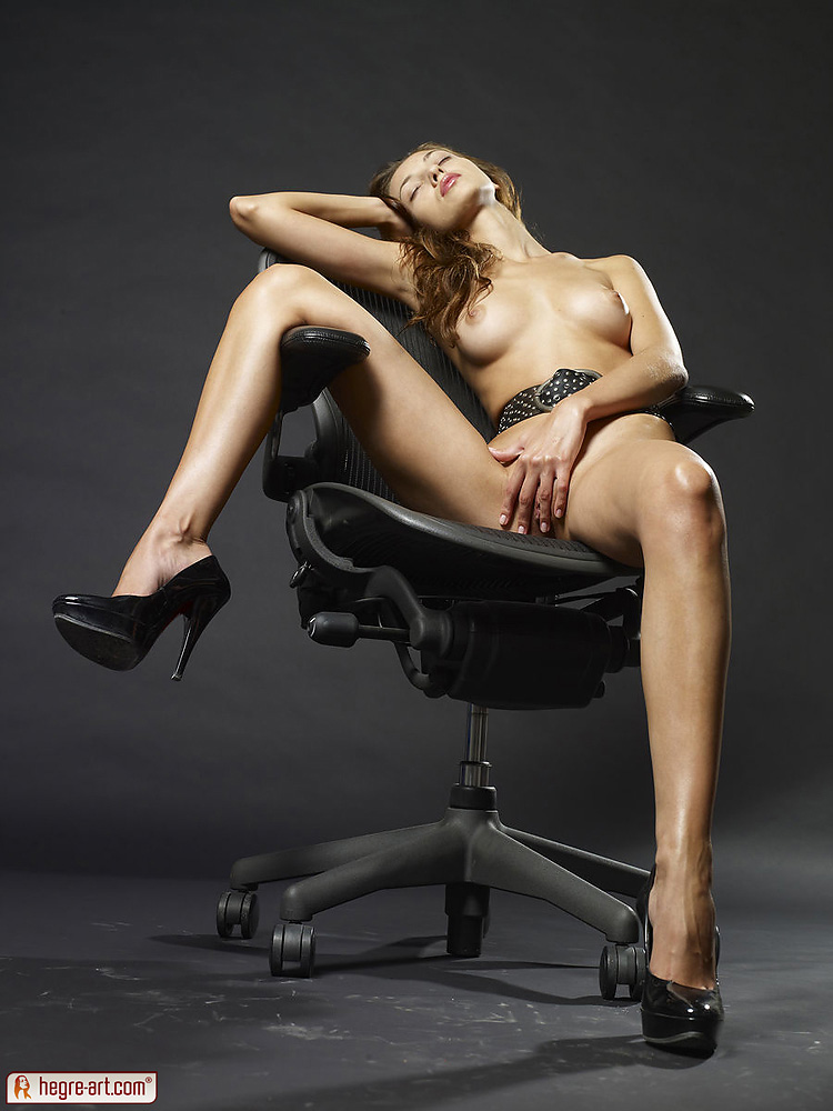 chair-nude-indian-midage-homepussy-pics