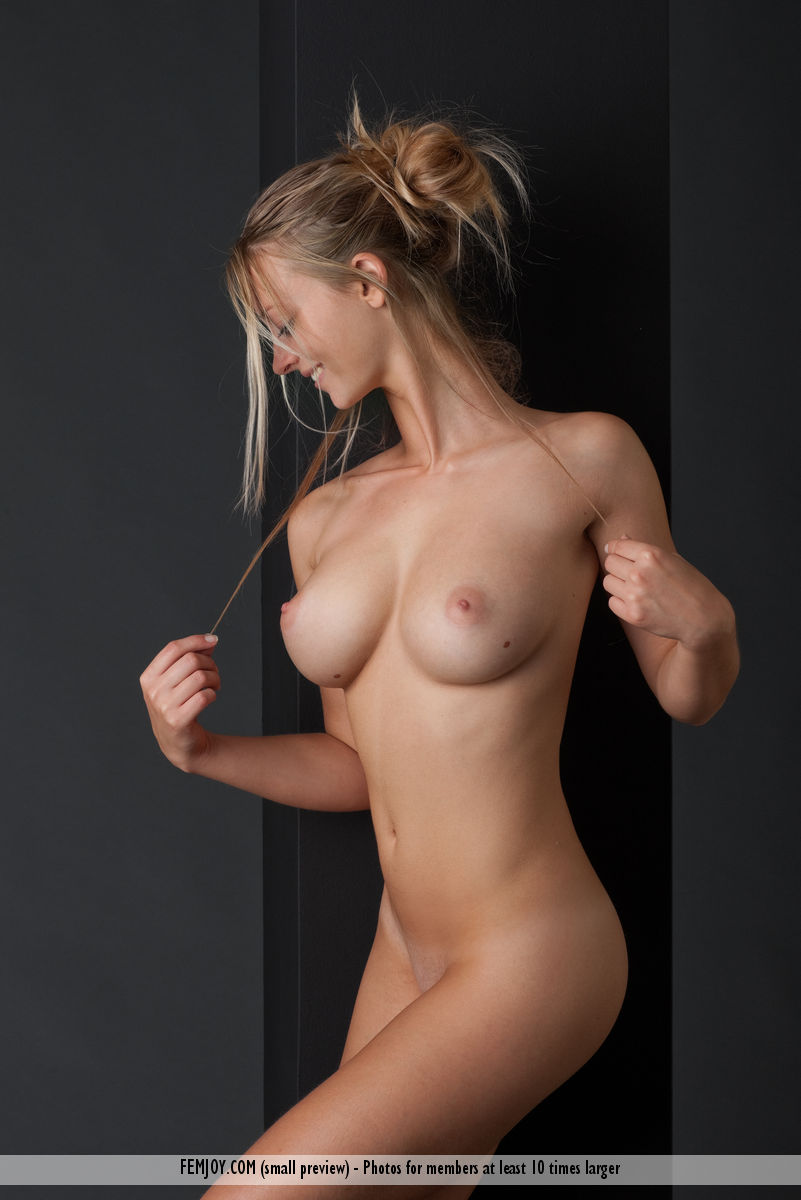Gorgeous nude babes pics