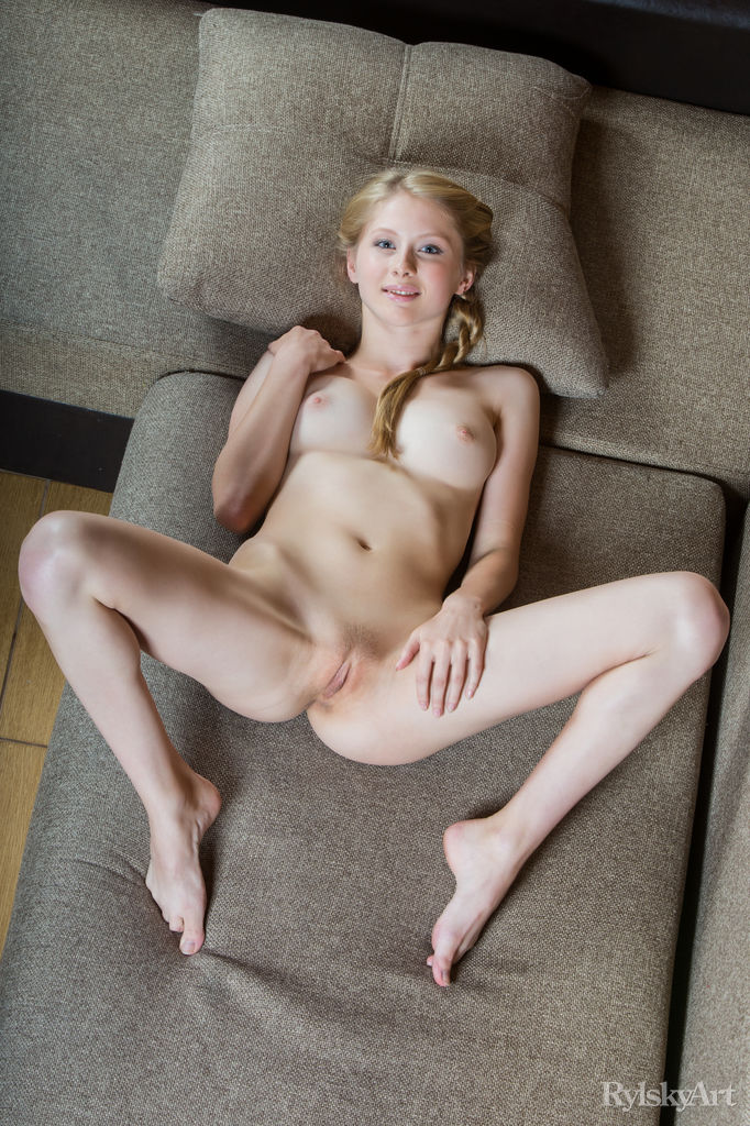 golden-naked-pussy