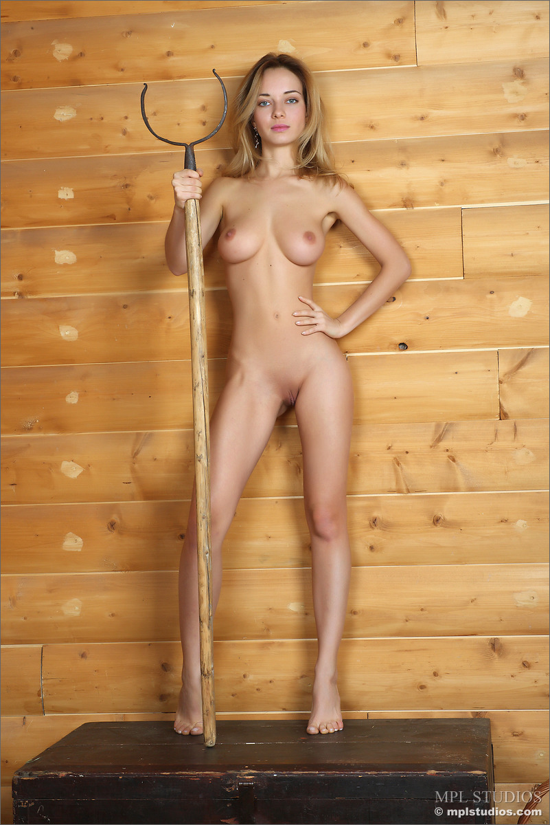Unaware Amateur cuties filmed in a beach cabin  XVideos