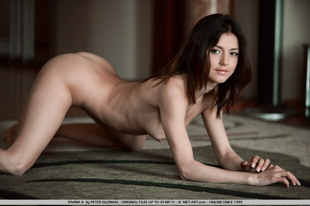 Fit nude women met art