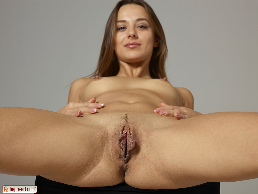 Dominika C In Pussy Pulling By Hegre-Art (nude Photo 1 Of 12)