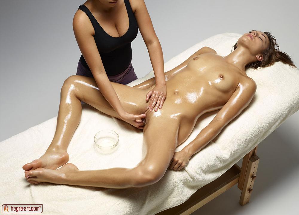 Girls naked having a massage-1120