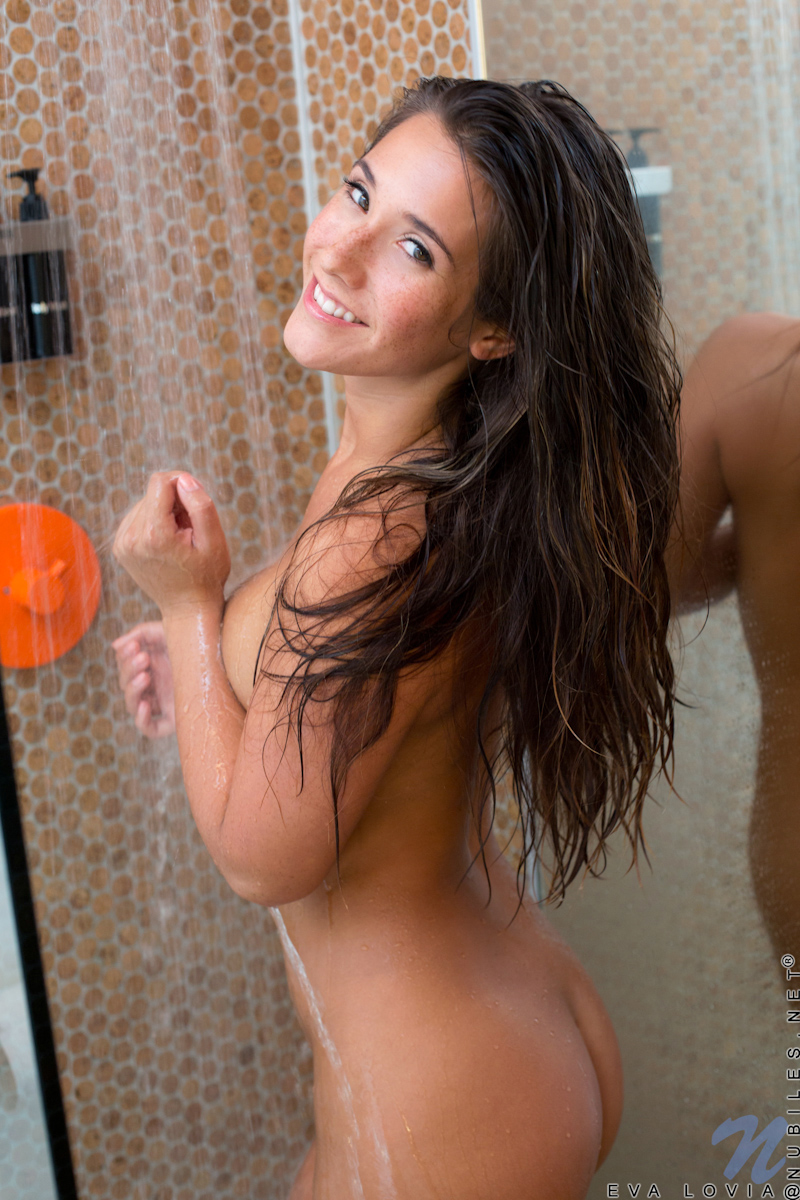 Lovia nude shower eva