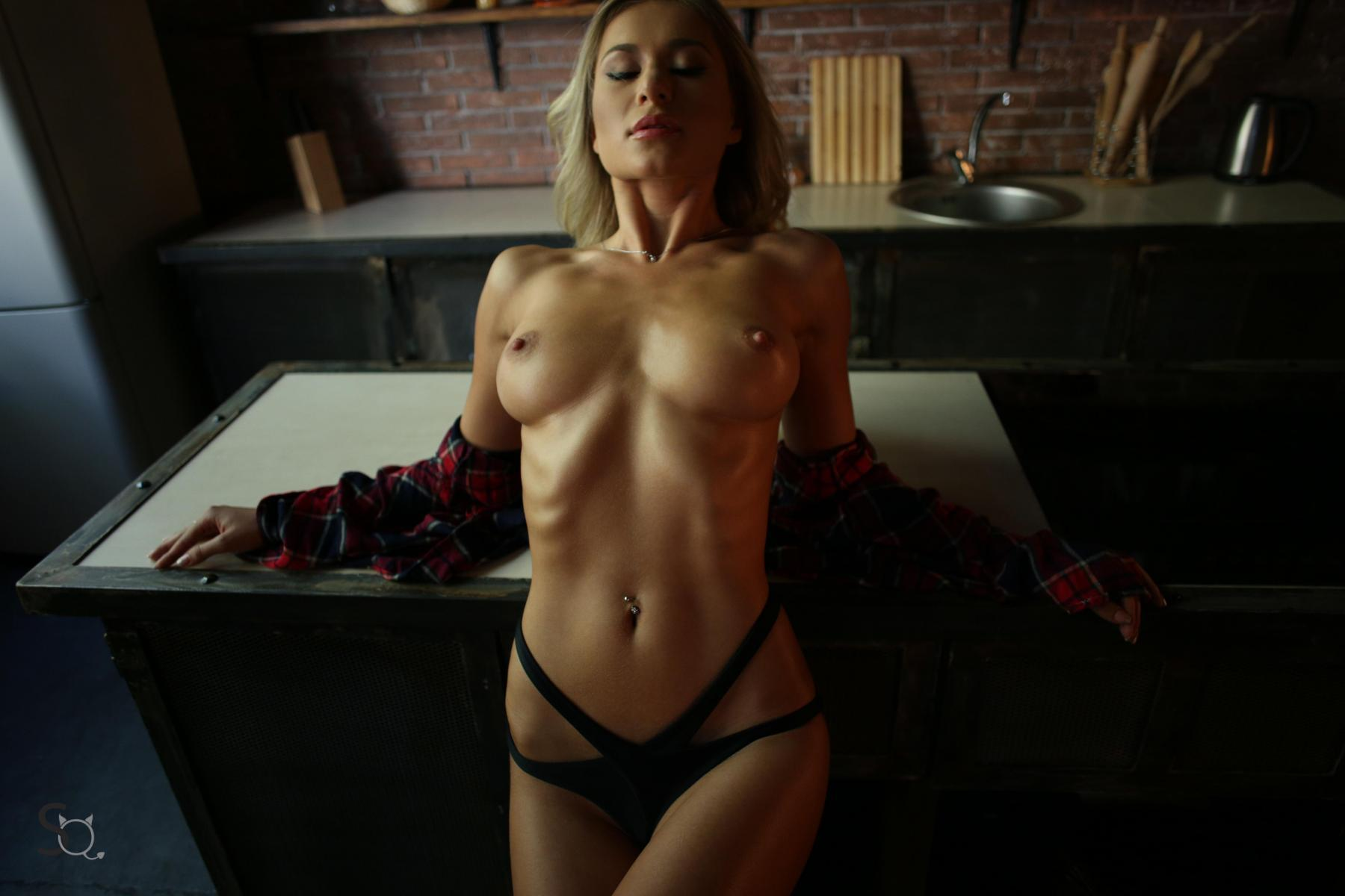 Hot busty pictures
