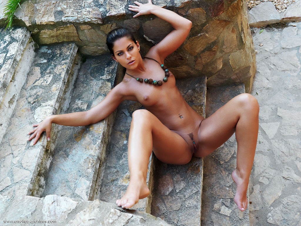 sexy-tan-brunettes-naked-nudist-boys-and-girls-showering