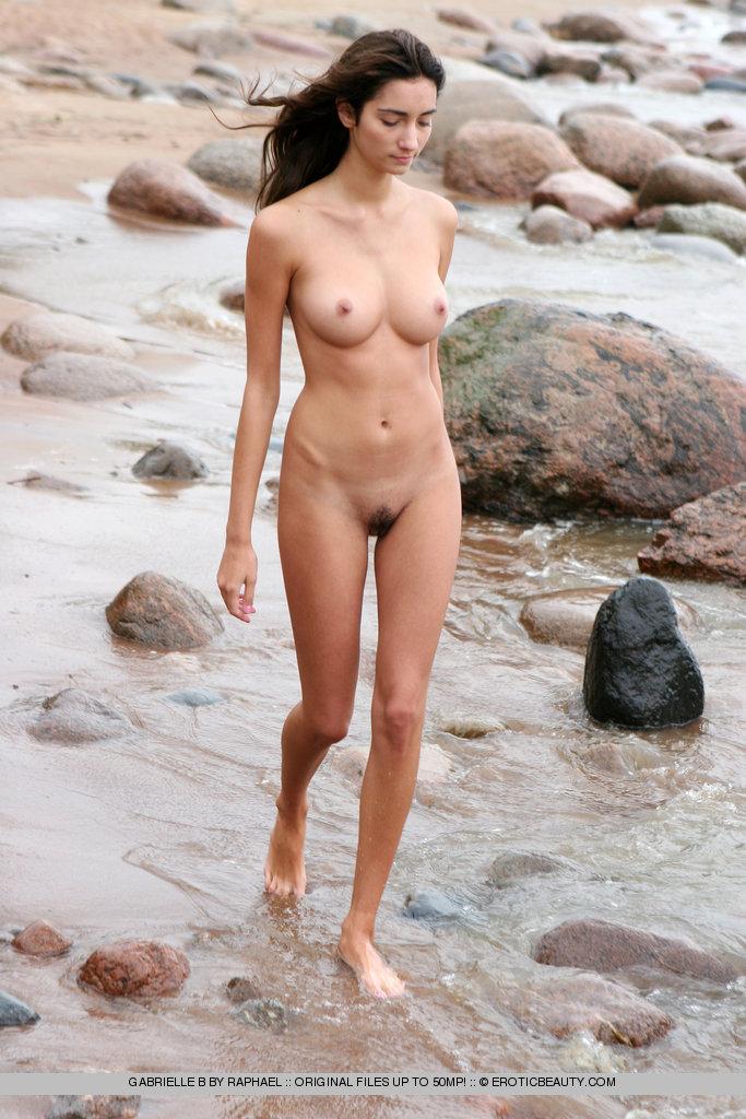 nude-indian-walk