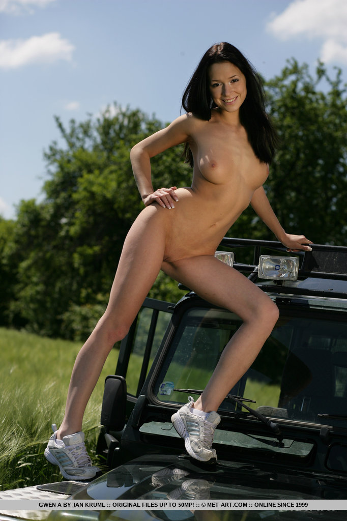 girls-nude-in-jeep-photos