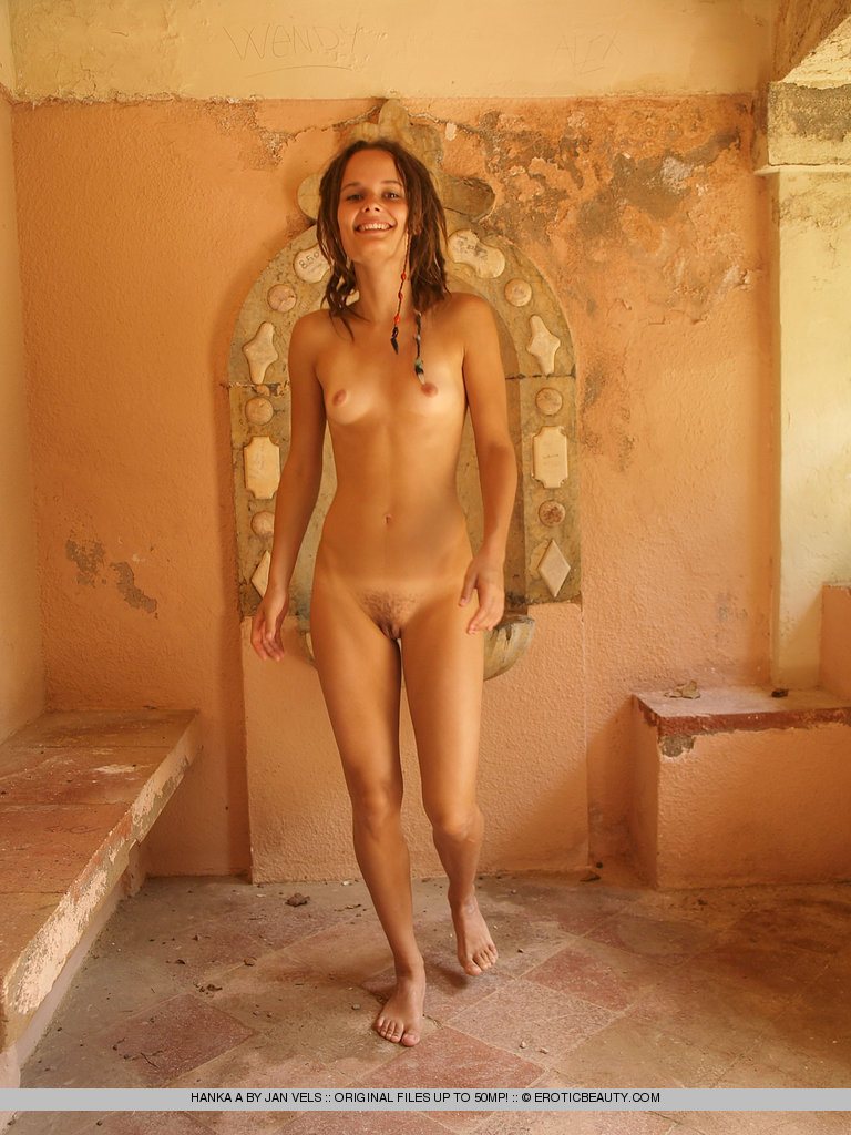 Nude amateur photo sharing