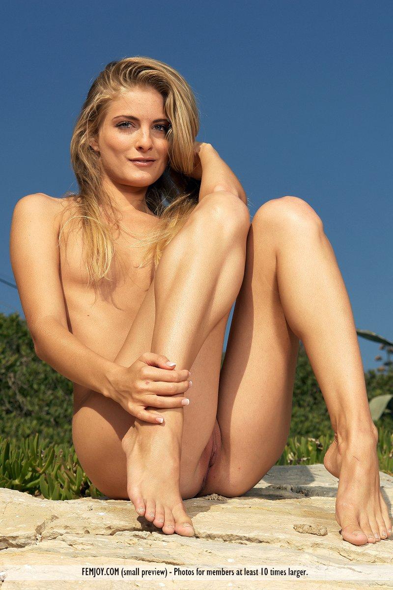aphrodite-topless