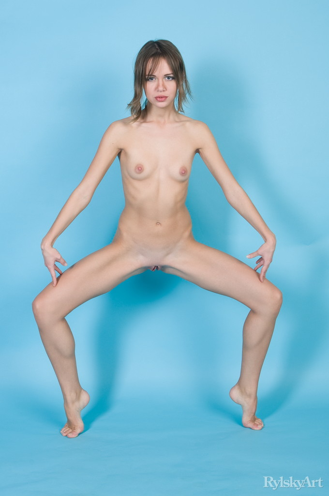 nude hairy blonde babe