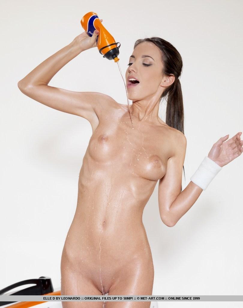 ebony-nude-girls-pics-sweating-nude-yung