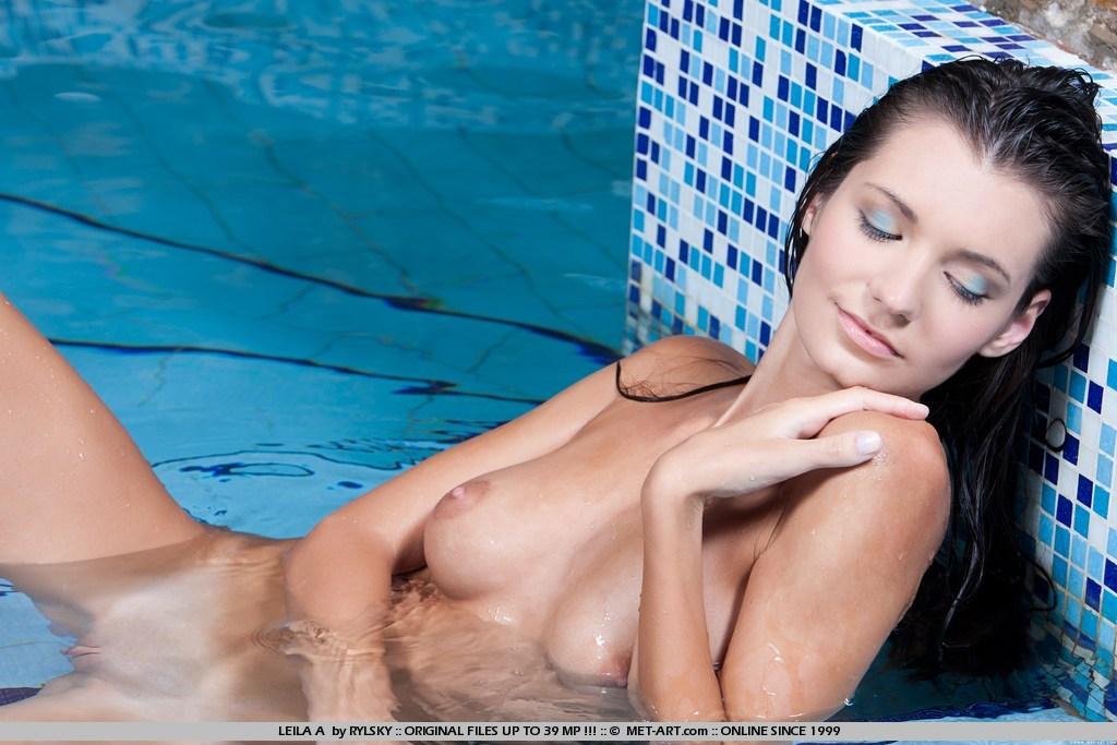 nude-start-julia-ann-footjob