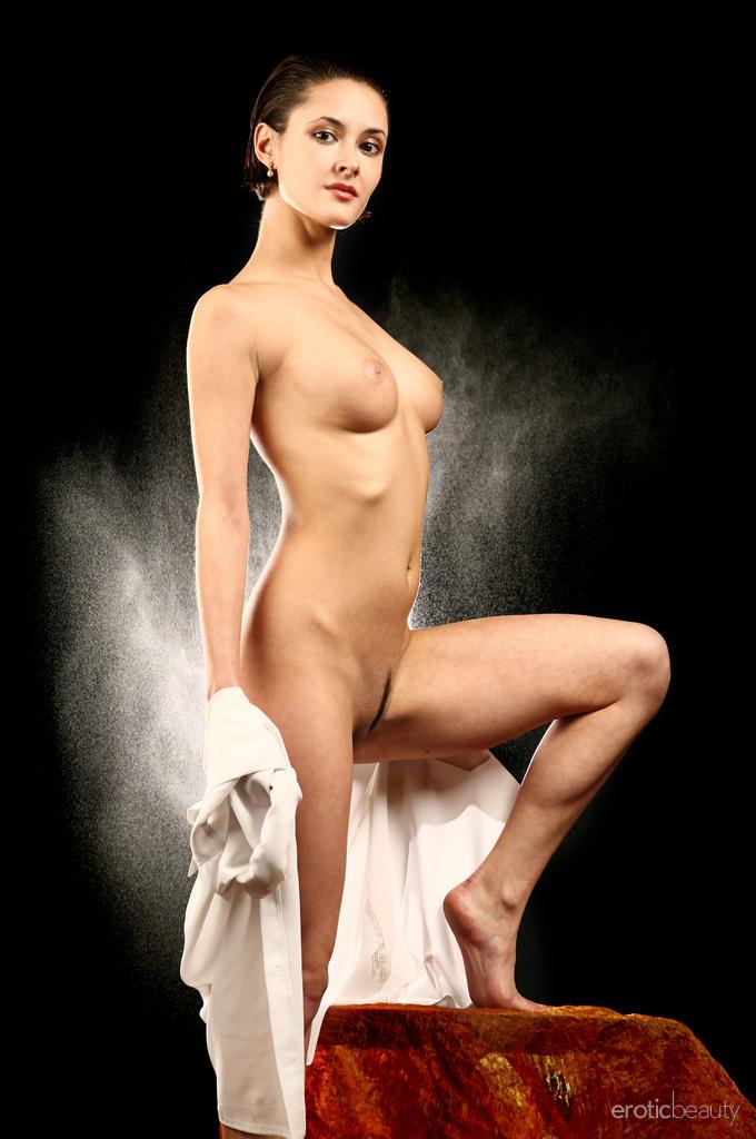 the-rain-naked-rhona-mitra-tits-videos-arlington