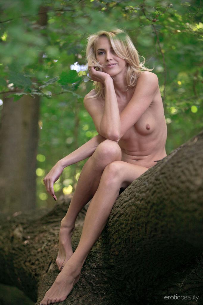 Raphaella Lily Nude Pics