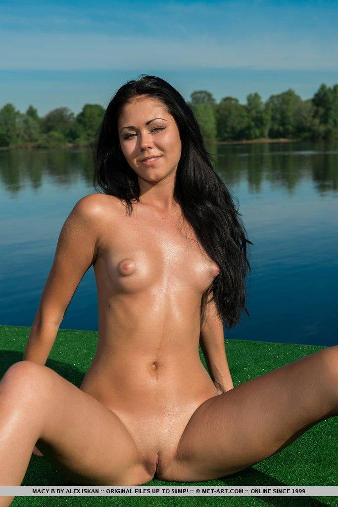 River a presenting met art nude