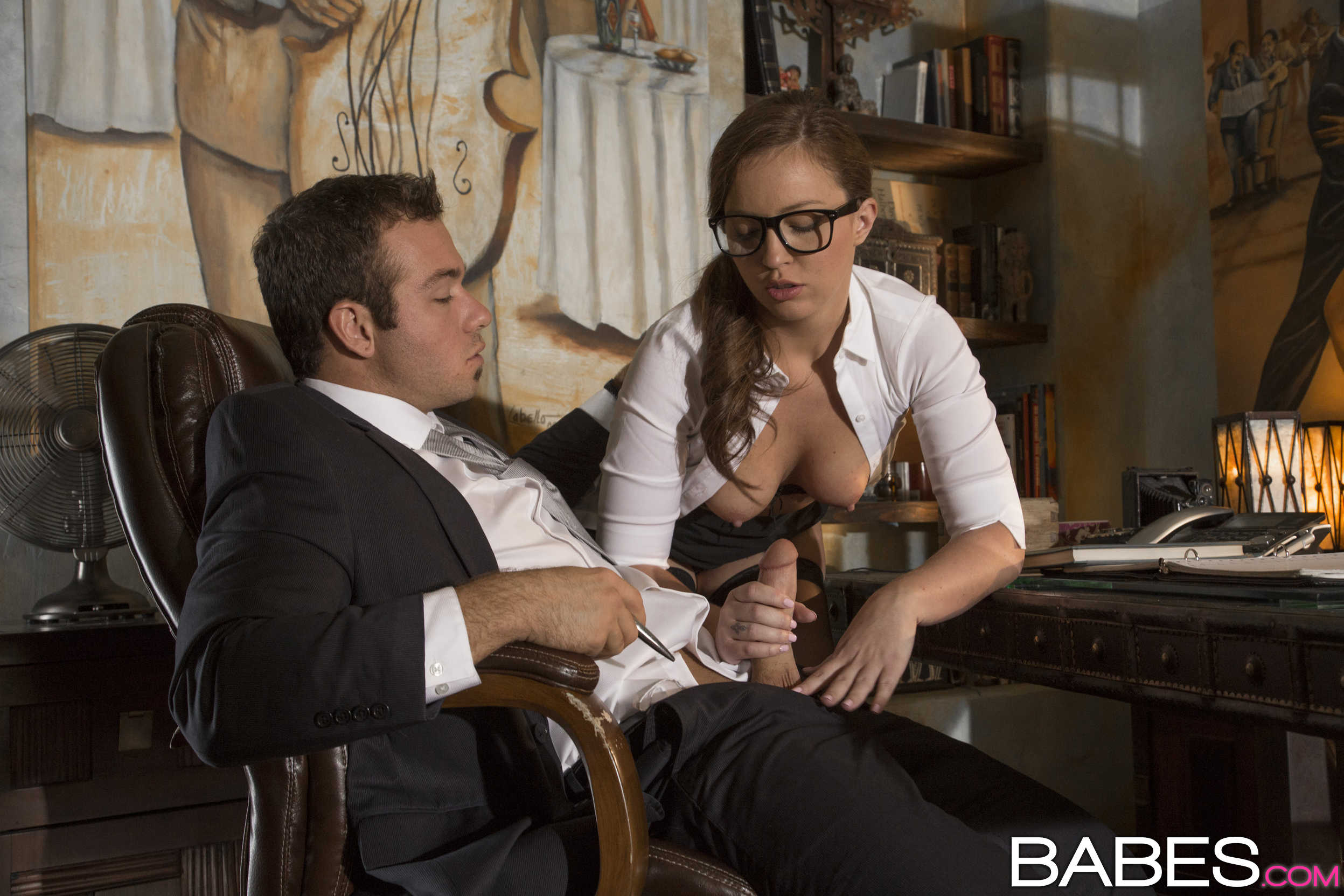 Секс с секретаршей в курилке 20 фотография