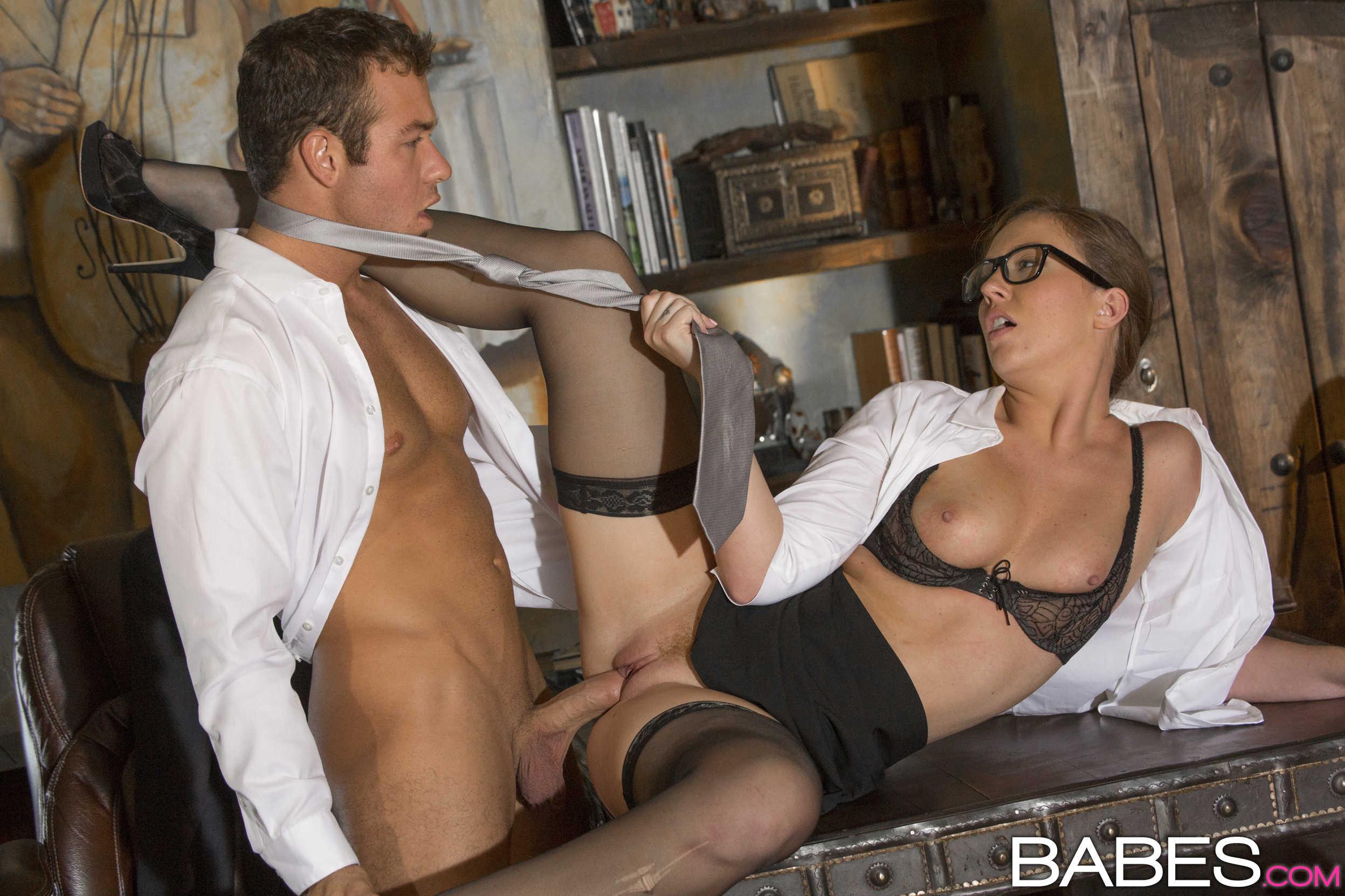 Смотреть онлайн секс секретаршами 25 фотография