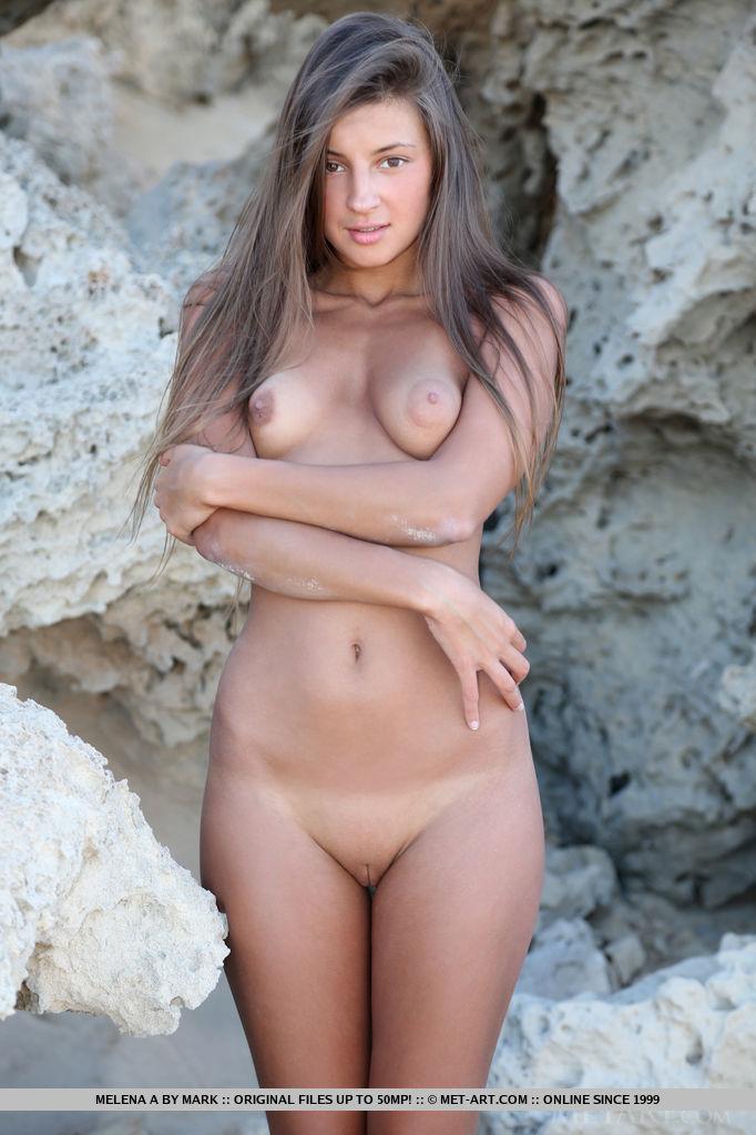 melena nude