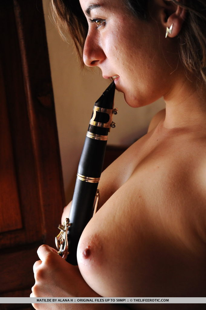 Nude girls with clarinet