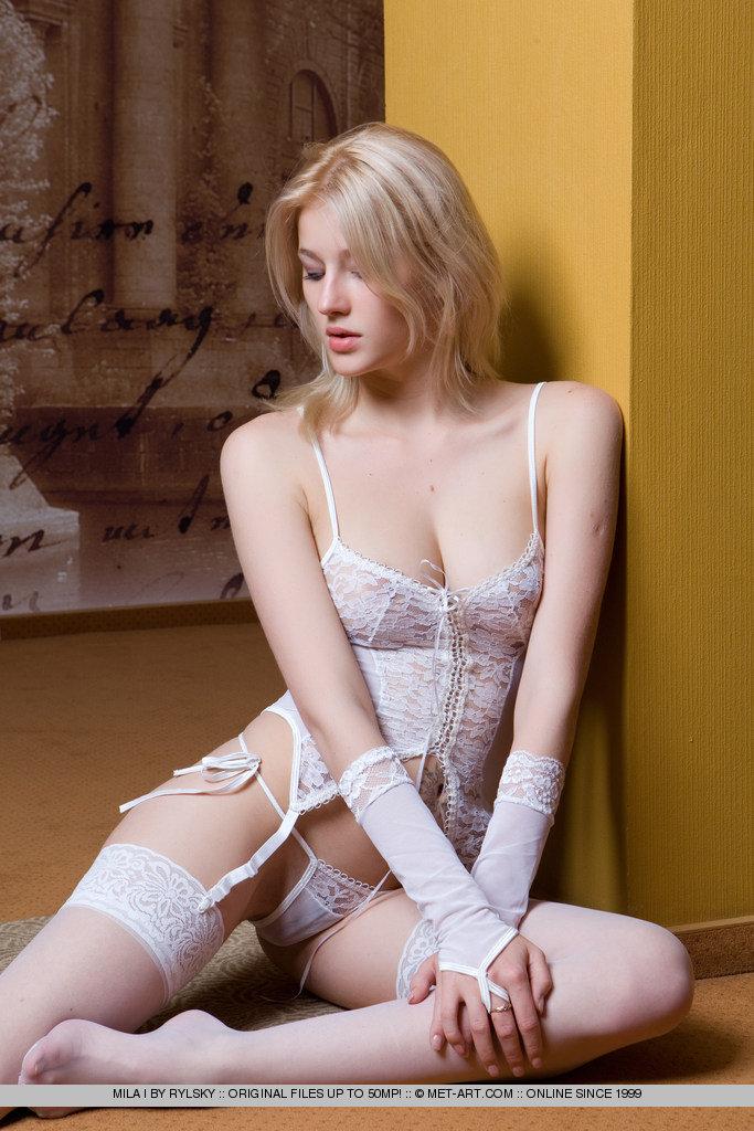 mila i nude in 18 photos from met art muswada
