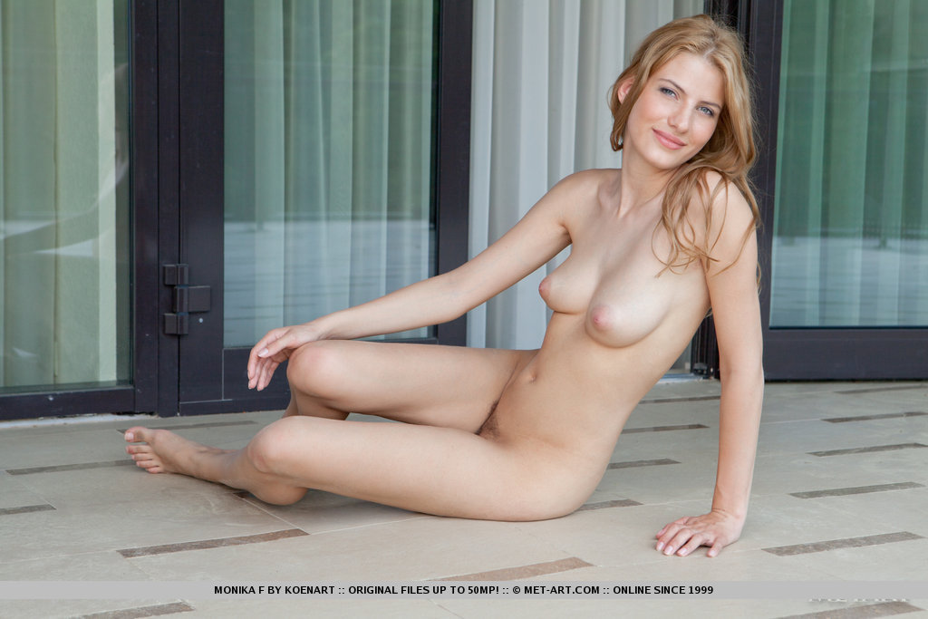 Nude met art monika