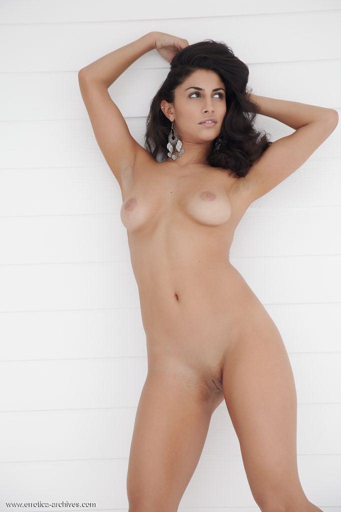 Beautiful nude persian girls 3