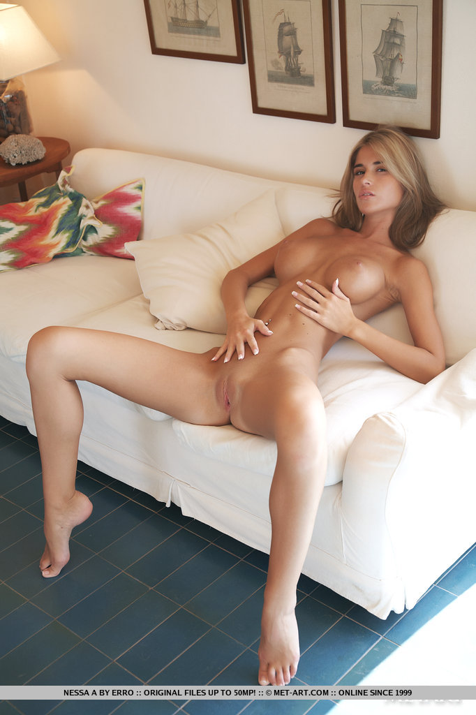 Порно фото грудастые худые