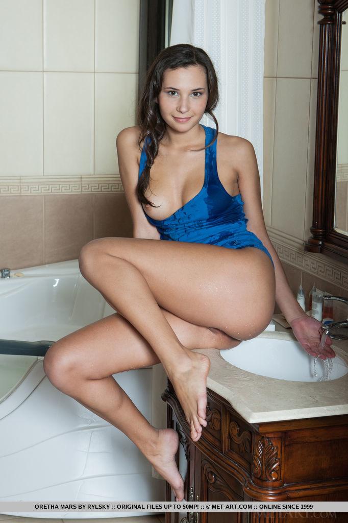 ariel unique nude pics