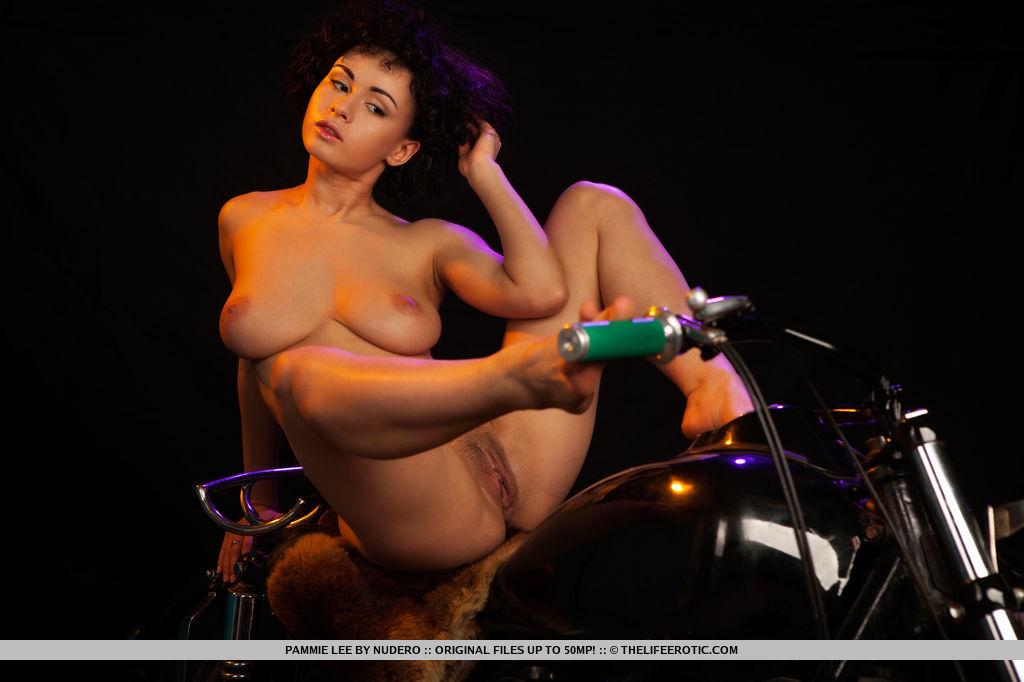 naked-erotic-riding