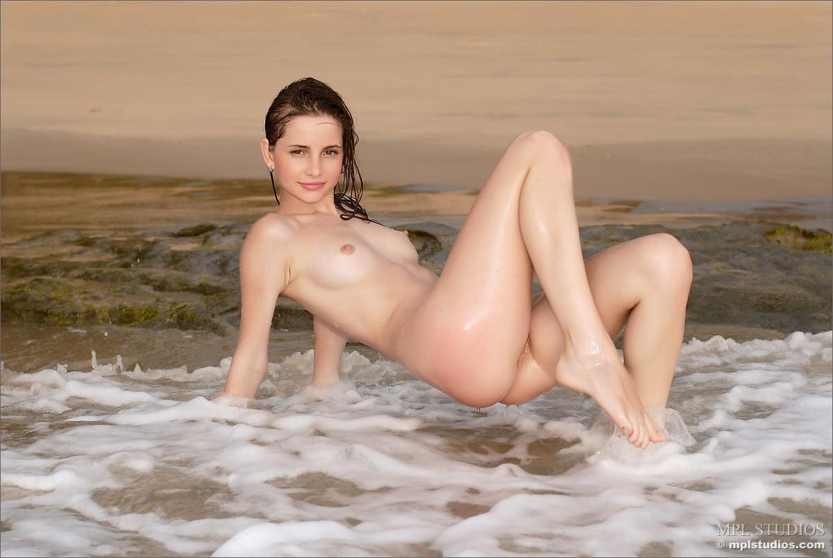 Emily ratajkowski naked pussy
