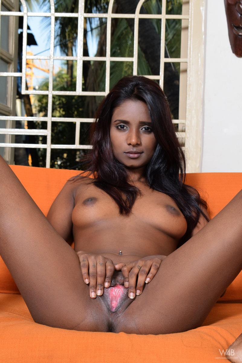 Neked girl indian-3695