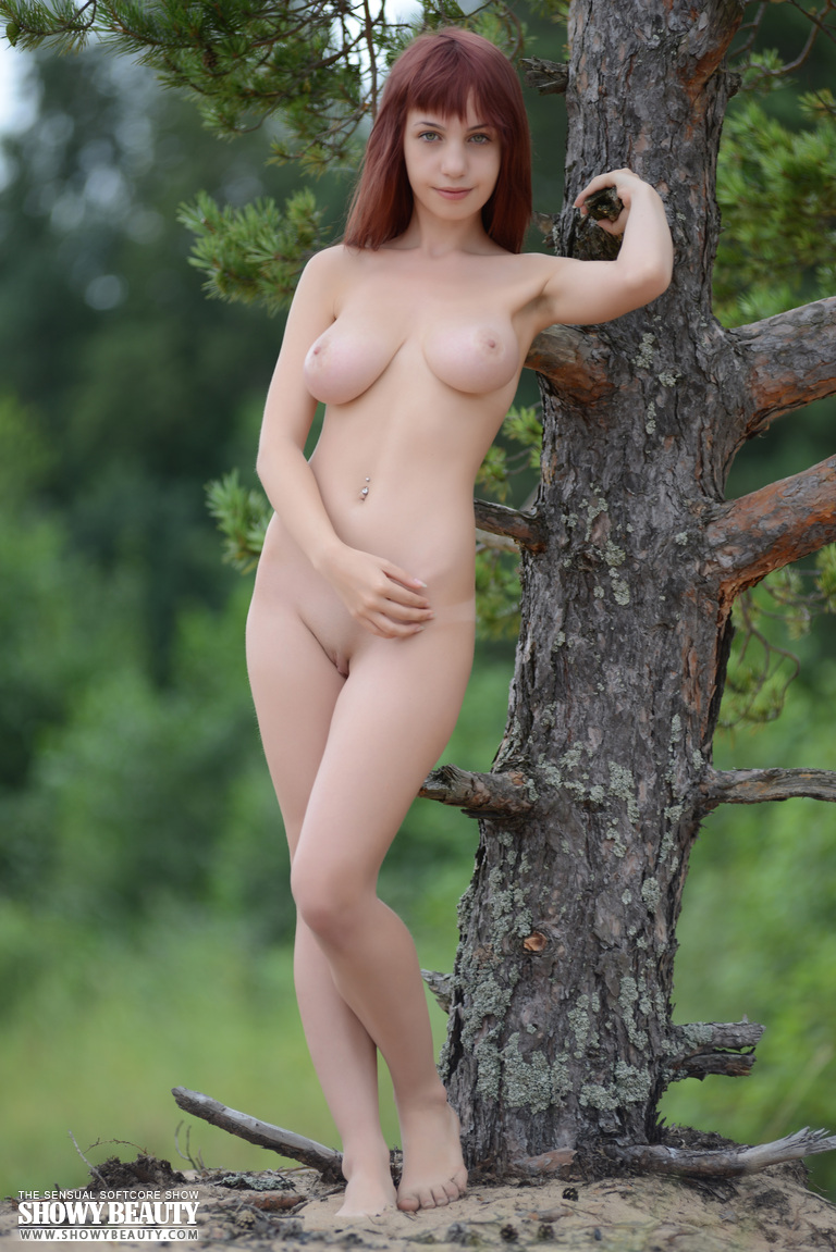 Really Beautiful nude hippy chick entertaining