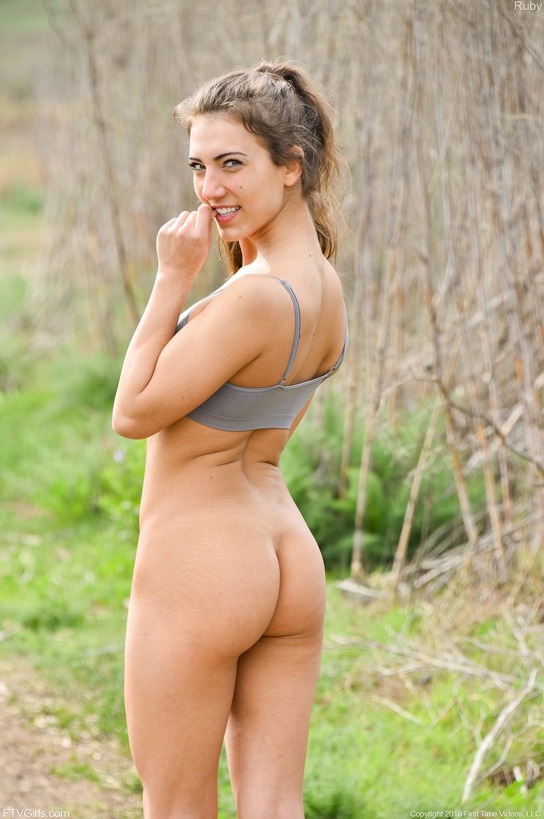 Naked pic van gals Sexy rondborstige tiener porno