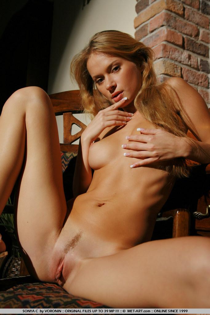Sonya Smith Busty babe  XVIDEOSCOM