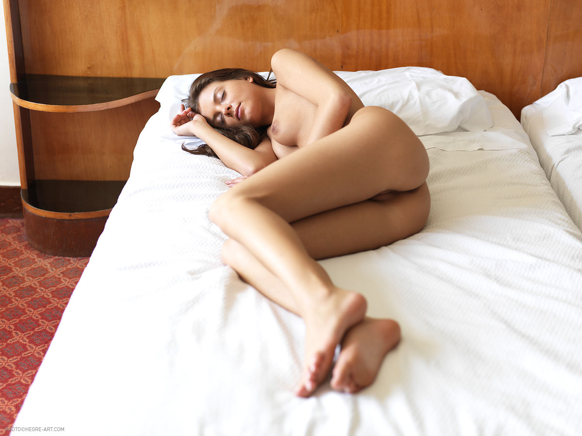 Фото спящих порно девочек