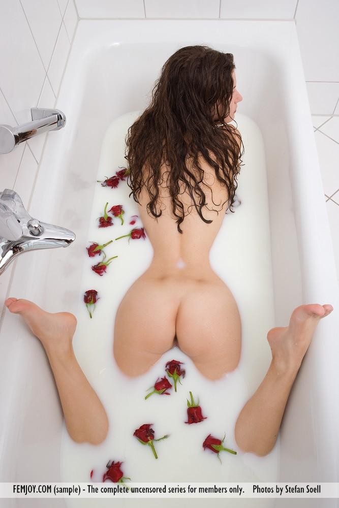 Femjoy susann milk bath