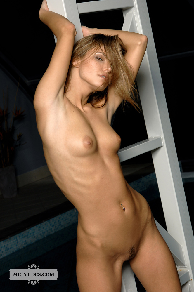Teen relax nude — pic 11