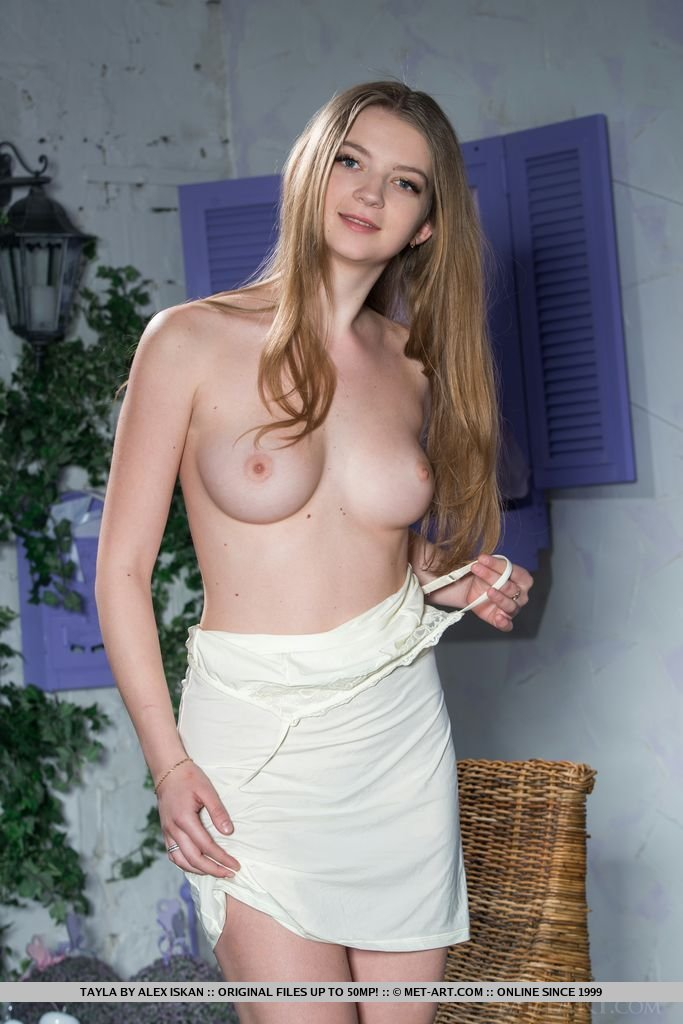 Hot milfs in bikinis