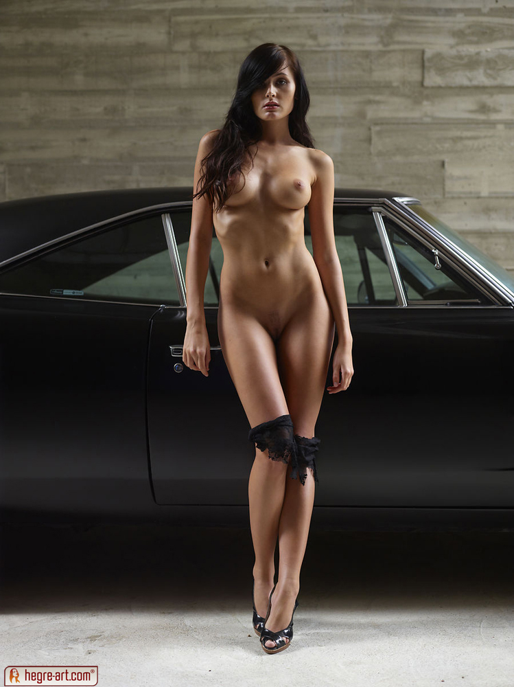 nude muscle car babes