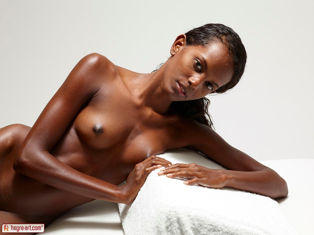 ebony-nude-art-model-nudist-essex
