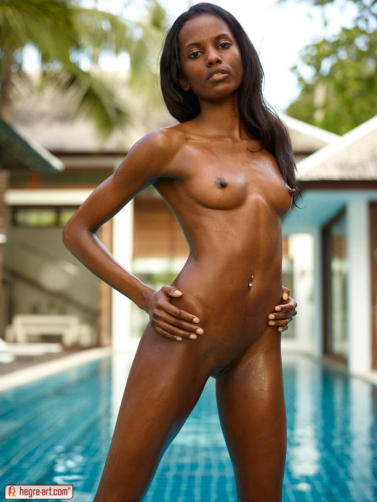 Nude black girls running — photo 12